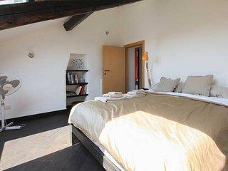 Splendida mansarda sulla Darsena - Navigli - Milan vacation rentals