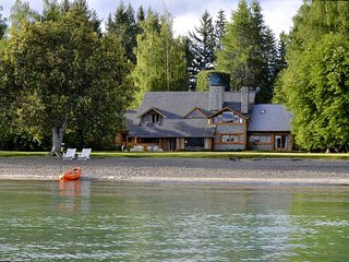 Casa frente al lago, con playa privada - Villa La Angostura vacation rentals