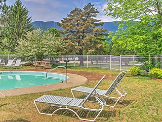 New Listing! Inviting 2BR Warren Condo w/Wifi, Fireplace, & Pool/Hot Tub Access - Incredible Sugarbush Location with Stunning Views of Lincoln Peak & Access to Bridges Resort! - Warren vacation rentals