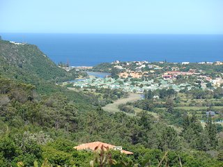 Nice Condo with Deck and Housekeeping Included - Plettenberg Bay vacation rentals