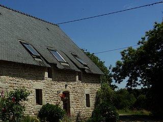 Chestnut cottage with shared heated pool - Guemene-sur-Scorff vacation rentals