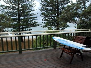 Perfect 3 bedroom Dicky Beach House with Garage - Dicky Beach vacation rentals