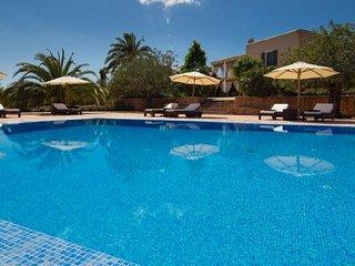 7 bedroom Villa in Santa Eulalia Del Rio, Ibiza : ref 2132880 - Velverde vacation rentals