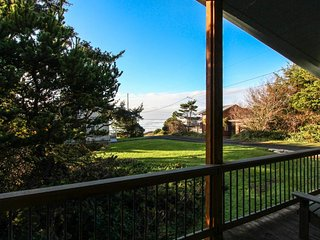 Family-friendly home w/ hot tub & ocean views - walk to the beach, dogs okay! - Yachats vacation rentals
