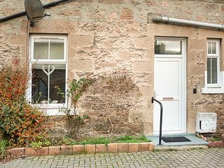DRIFTWOOD COTTAGE, all ground floor, romantic cottage, WiFi, close to beach, in Nairn, Ref 941656 - Nairn vacation rentals