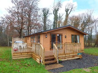 ESSEX LODGE, detached, hot tub, pet-friendly, shared grassed areas, in Kiplin, Ref 951079 - Kiplin vacation rentals