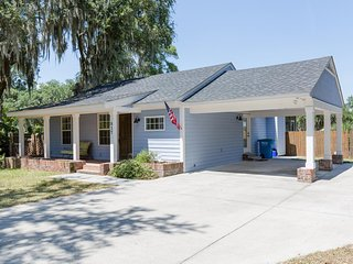 Cozy House with Deck and Internet Access - Beaufort vacation rentals