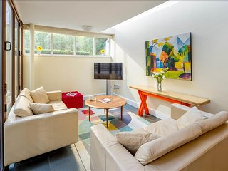 2BR Chelsea Garden Apt. - London vacation rentals