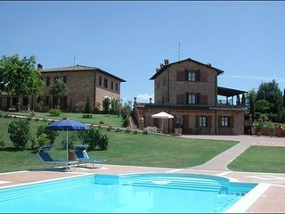 9 bedroom Villa in Foiano Della Chiana, Central Tuscany, Tuscany, Italy : ref 2386204 - Foiano Della Chiana vacation rentals