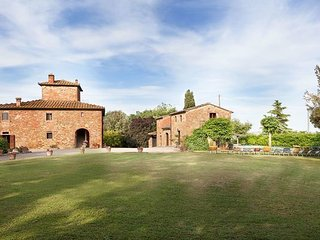 7 bedroom Apartment in San Savino, Val D orcia, Tuscany, Italy : ref 2386218 - Guazzino vacation rentals