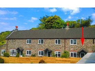 ROSE COTTAGE, end-terrace, woodburner, parking, patio, in Hallsands near - Beesands vacation rentals