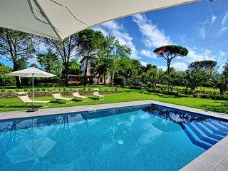 7 bedroom Villa in Rigutino, Central Tuscany, Tuscany, Italy : ref 2387201 - Rigutino vacation rentals
