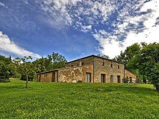 7 bedroom Villa in Spineta, Val D orcia, Tuscany, Italy : ref 2387257 - Sarteano vacation rentals