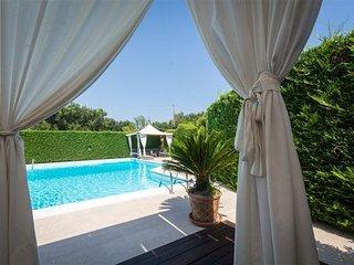 3 bedroom Apartment in Cavallerizza, Apulia, Italy : ref 2387315 - Casalini di Cisternino vacation rentals