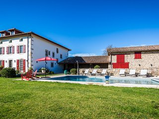 Fabulous Renovated Basque Villa - 6 Bedrooms & Heated Pool - Ascain vacation rentals