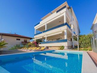 Comfortable 10 bedroom Villa in Podstrana - Podstrana vacation rentals