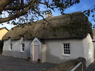 A little bit of thatch luxury... - St Awaries Cottage - Tagoat vacation rentals