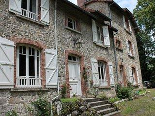 """Bon Chez Nous  """" Belle Fleur"""" - Saint-Amand-Jartoudeix vacation rentals"""