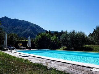 "Luccabookingholiday.""Azzurra"" Apartment with terraces,shared pool and garden!! - Diecimo vacation rentals"