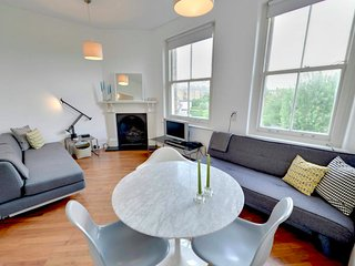 Stylish Designer Apartment in Central London - London vacation rentals