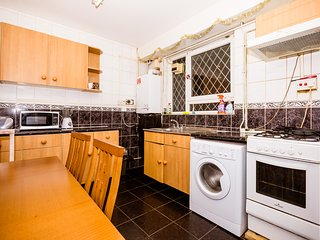 GREAT LOCATION! 4 BEDROOM HOUSE IN CENTRAL LONDON GREAT FOR LARGE FAMILY! - London vacation rentals
