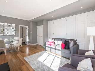 Large Mayfair 2 bed 2 bath Apartment - London vacation rentals