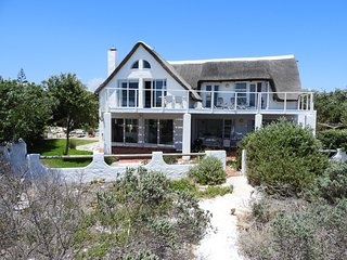 Lovely 3 bedroom Kommetjie Villa with Deck - Kommetjie vacation rentals