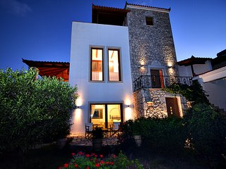 Stone Tower Retreat, Oasis Of Peace - Petalidi vacation rentals