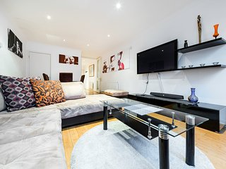 3 BR Suite Near Bayswater* - London vacation rentals