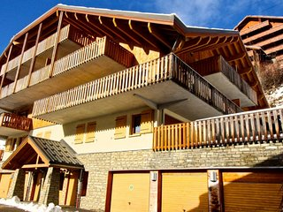 Superbly located 2 bedroom apartment (sleeps 6) in Vaujany A31 Le Jardin Alpin - Vaujany vacation rentals