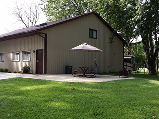 2 Level Beautiful Condo near Lake Shafer/Monon Bay - Monticello vacation rentals