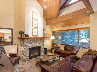 Alpine Chic 3 Bedroom/Den Townhome w/ private hot tub, close to village and mtn - Whistler vacation rentals