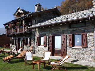 Tipico chalet in alpeggio. Posizione panoramica sulla valle - Mezzenile vacation rentals