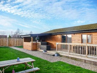 KINGFISHER LODGE, all ground floor, detached, hot tub, WiFi, pet-friendly - Brandesburton vacation rentals