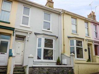TEACUP COTTAGE, terraced, near the harbour, WiFi in Brixham, Ref 947410 - Brixham vacation rentals