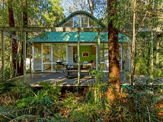 Charming 3 bedroom House in Pearl Beach - Pearl Beach vacation rentals