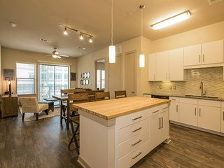 Walk to Downtown! Large 2/2 w/ Full Amenities- BOOK NOW! 3UP2DEZ - Austin vacation rentals