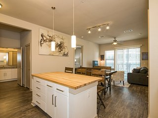 Modern Luxury at Uptown! Large 2/2 w/ Full Amenities! Walk Everywhere!3UP2CAZ - Austin vacation rentals