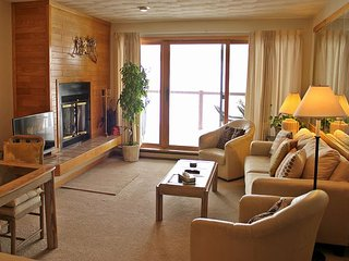 EB104-Conveniently located 1 bedroom unit with Lake Dillon views from deck - Dillon vacation rentals