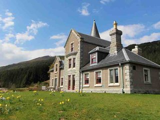 4 bedroom Lodge with Private Fishing in Dalwhinnie - Dalwhinnie vacation rentals