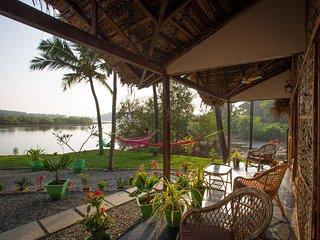 Luxury AC Riverview Cottage, Rajbag Talpona River near Patnem / Palolem beaches - Patnem vacation rentals