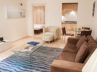 Superbly appointed 1 bedroom apartment 2 minute walk to leafy Kew Village - Kew vacation rentals