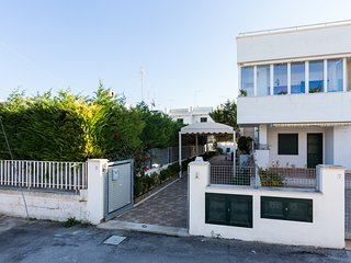 Sole - 3 terraces- low season €350, 7d  included linen e wifi - Torre Santa Sabina vacation rentals