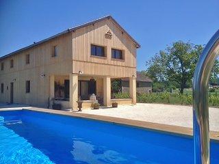 Comfortable 5 bedroom Vezac House with Deck - Vezac vacation rentals
