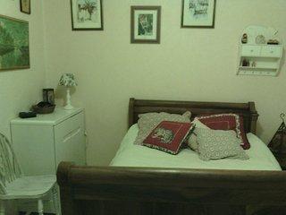 Chambre cosy, equipée d'une douche et lavabo dans une maison meublée - Chauny vacation rentals
