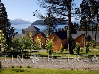 Beautiful Villa with Deck and Hot Tub - San Carlos de Bariloche vacation rentals