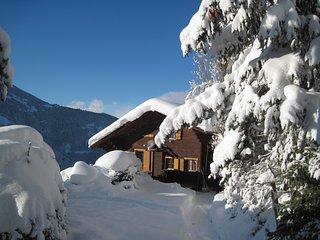 chalet rustique très confortable pour 6 personnes +possibilité studio 2 pers - Saint-Luc vacation rentals