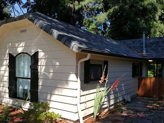 Cozy Cottage with Internet Access and A/C - Washougal vacation rentals