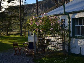 2 bedroom Cottage with Private Fishing in Ullapool - Ullapool vacation rentals