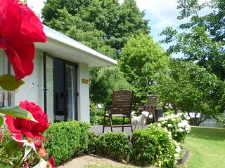 Tranquil private garden retreat - Katikati vacation rentals